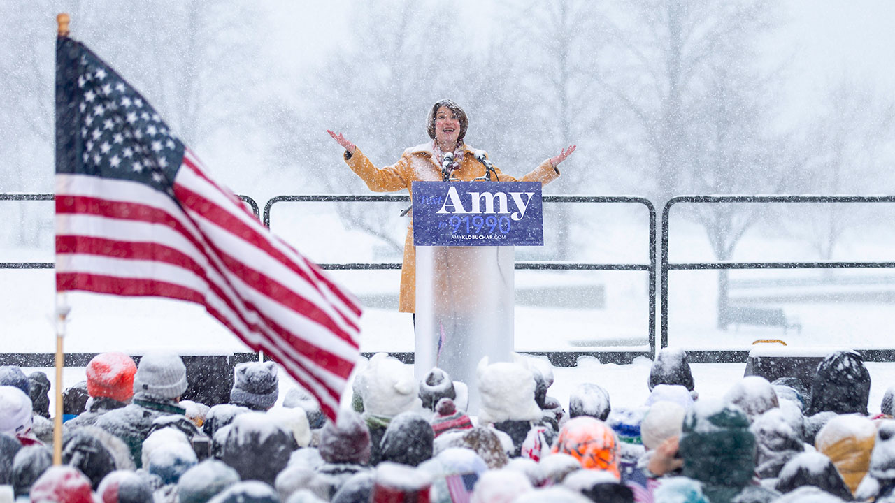 US Senator Amy Klobuchar (D-MN) announces her candidacy for president during a snowfall on February 10, 2019, in Minneapolis, Minnesota.