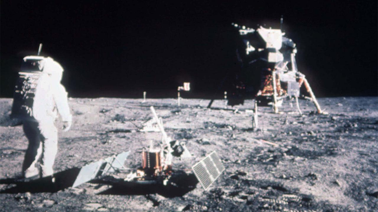 NEIL STEPS ON THE MOON Neil Armstrong 1969 Wapakoneta 50th Ann. OH Newspaper