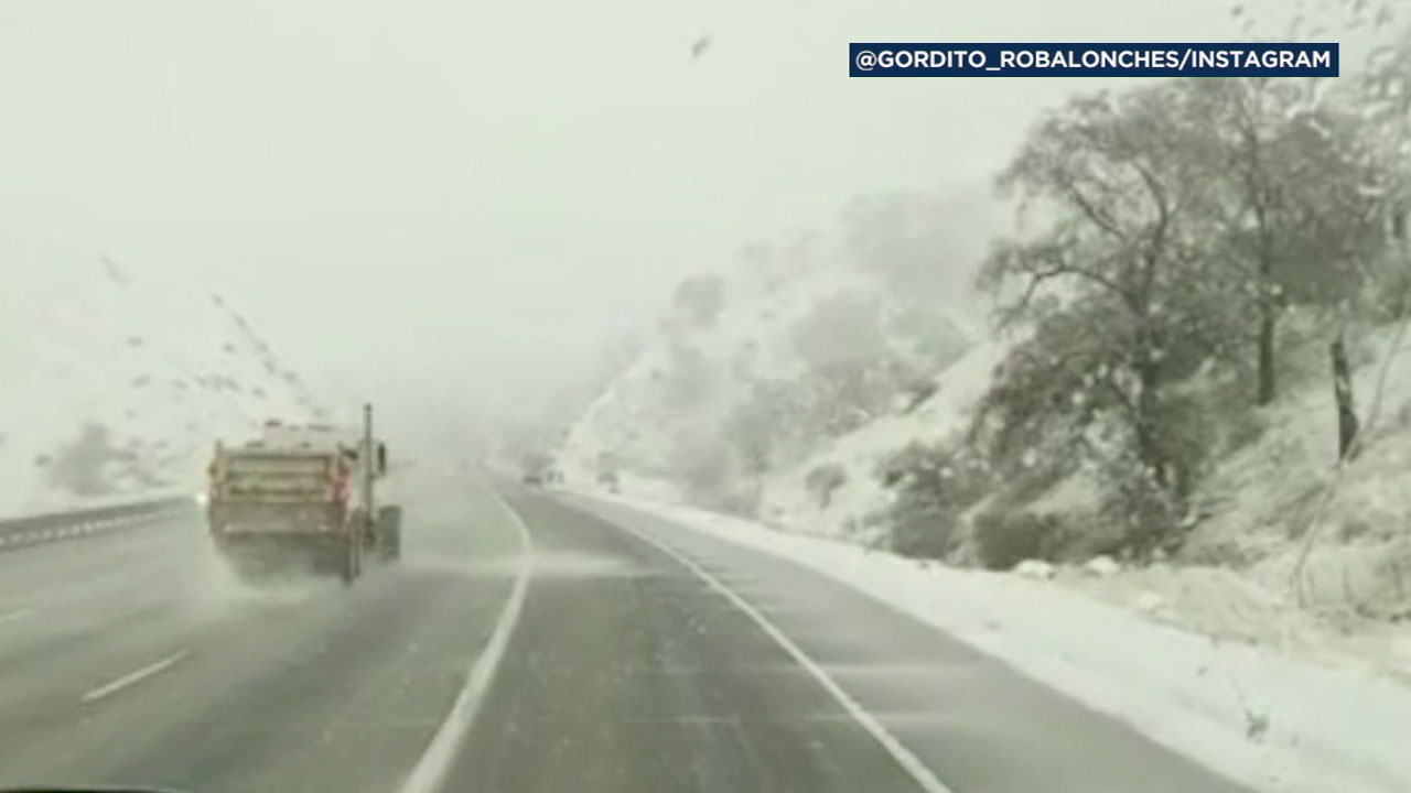 5 Fwy closed in both directions at Grapevine due to snow