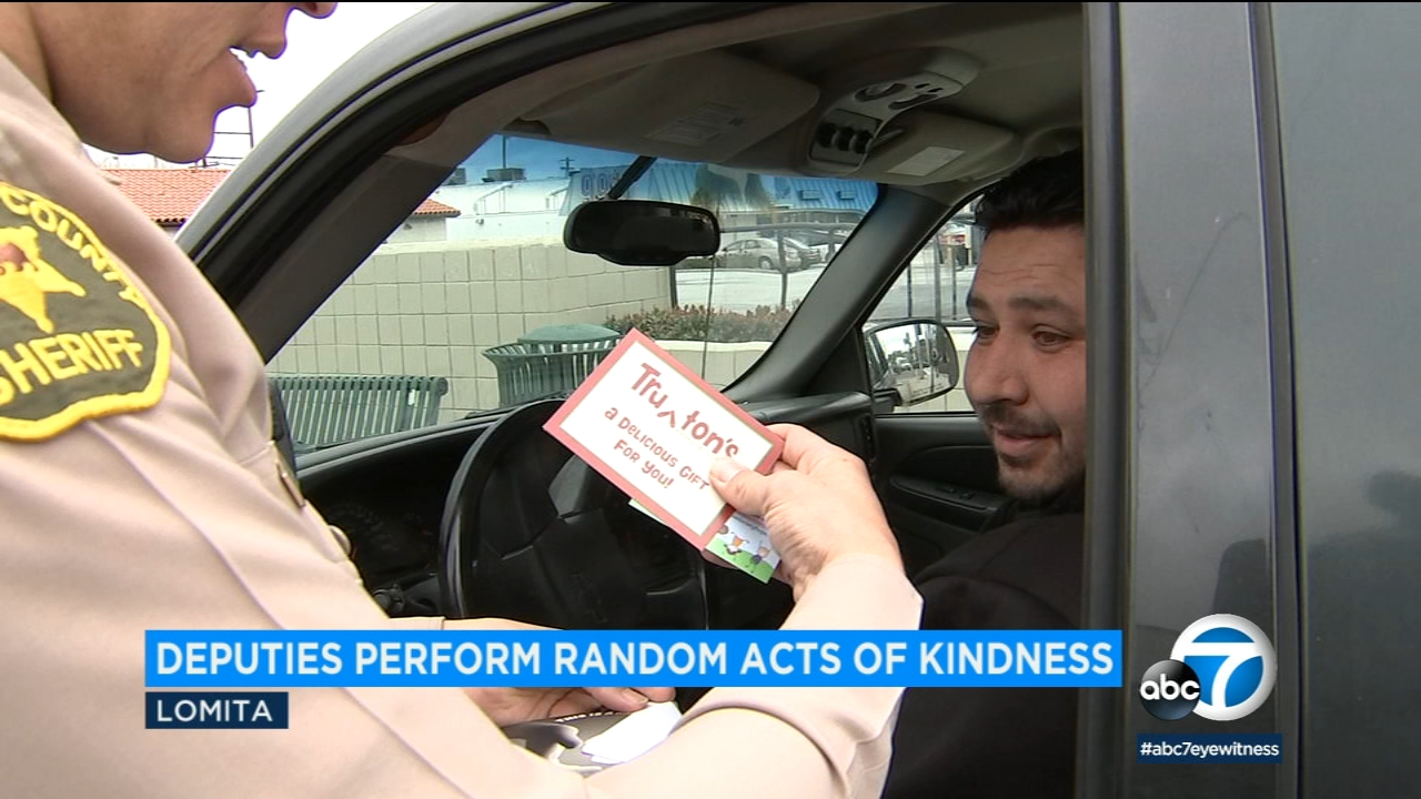 Instead of handing out tickets, sheriffs deputies handed out gift cards to some drivers in Lomita Sunday.