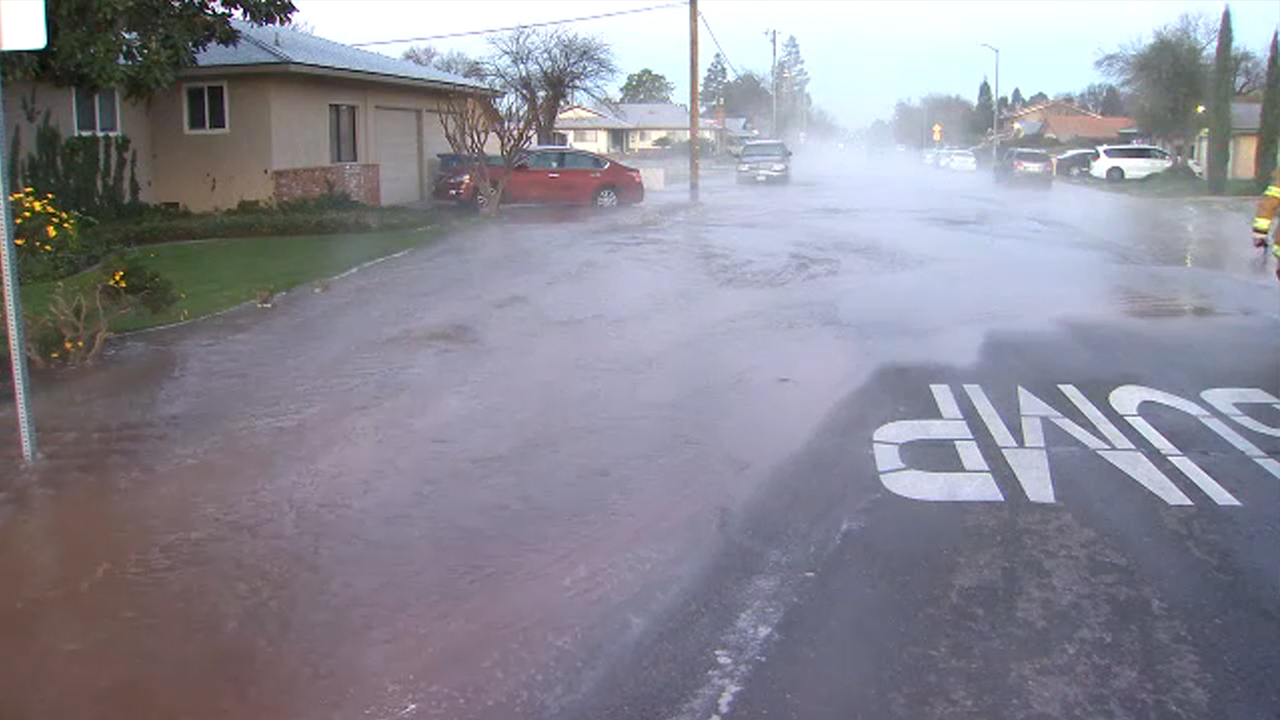 Crews are working to fix a water main break that is causing flooding on several streets in Clovis.