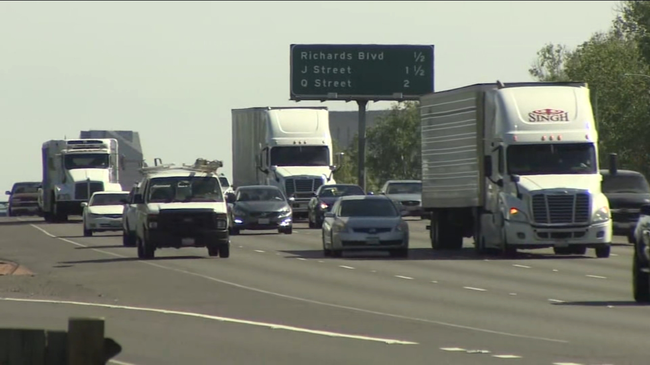 A new bill proposed by a Southern California senator could eliminate the speed limit on lanes of Interstate 5 and State Route 99, but the bill is getting mixed reviews.