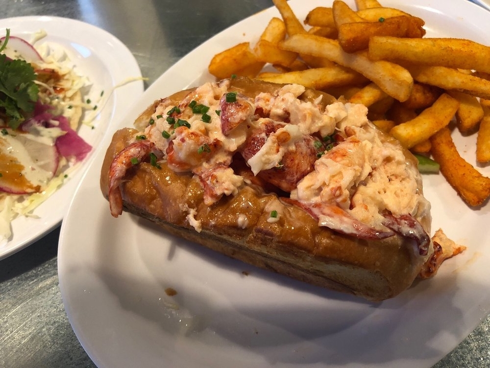Lobster roll at Slapfish. | Photo: LJ N./Yelp