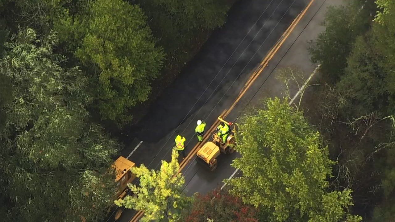 Sky7 flies over massive sinkhole