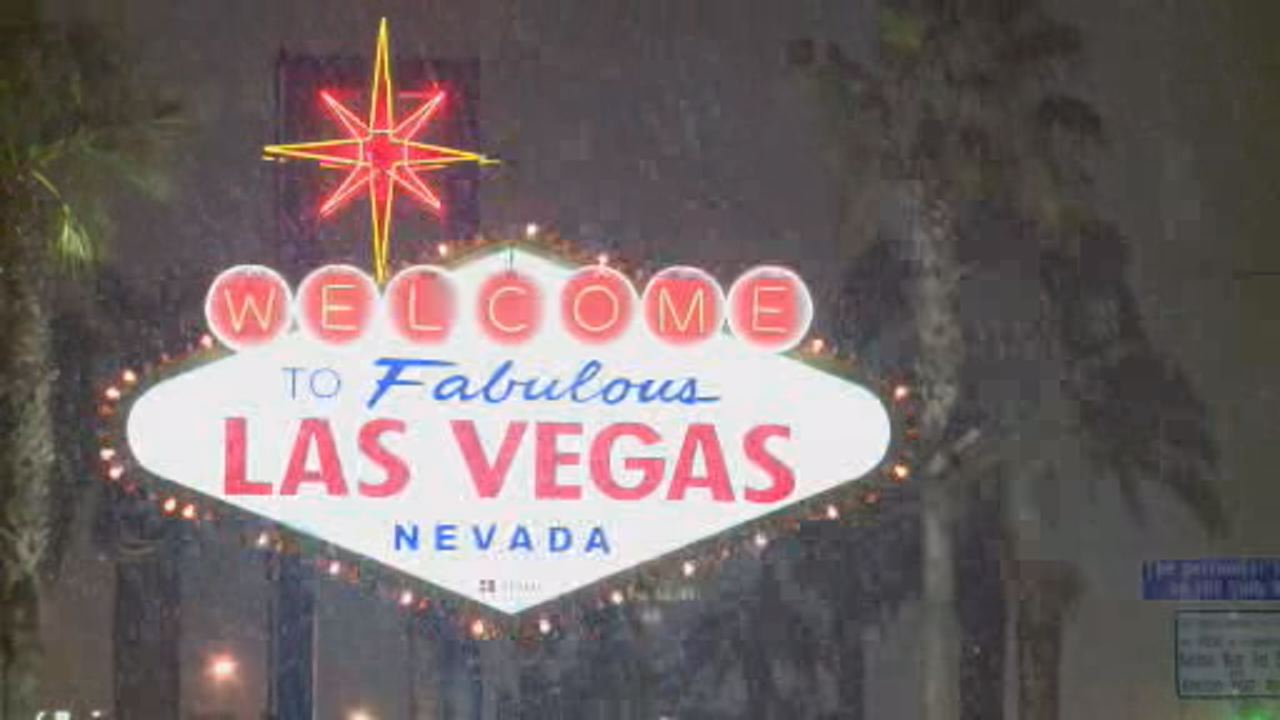 This image shows snow falling on famous Welcome to Fabulous Las Vegas sign on Feb. 20.