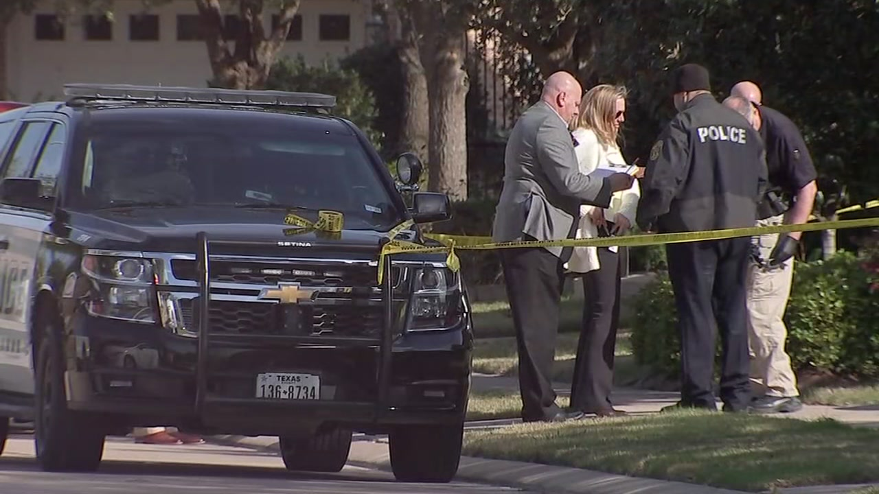 Couple killed in murder-suicide at Sugar Land home.
