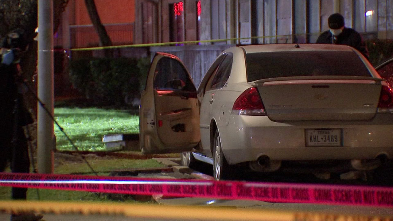 Investigators say a man was shot and killed in front of his girlfriend in southeast Houston.