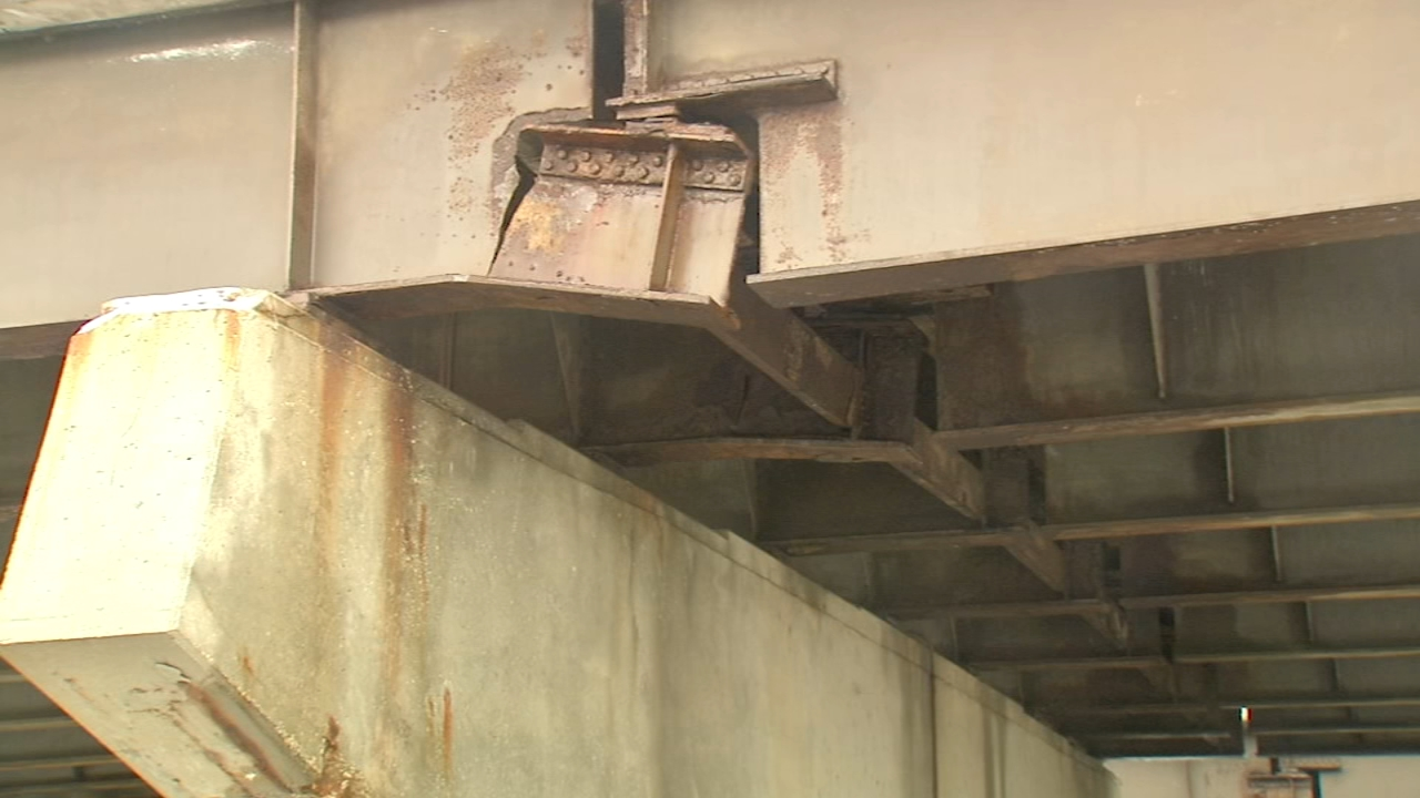 A portion of northbound Lake Shore Drive in the Loop will be closed at least until Tuesday evening due to crack in a steel beam supporting the bridge.