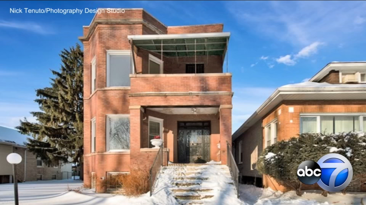 Want to own a piece of Chicago history? A home where infamous gangster Al Capone once lived with his wife, mother and sister is on the market.