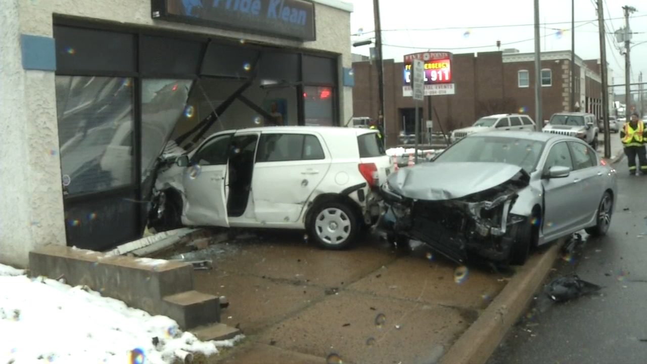 3 injured in 2-vehicle crash in Delaware. Sharrie Williams reports during Action News at 4 p.m. on February 12, 2019.