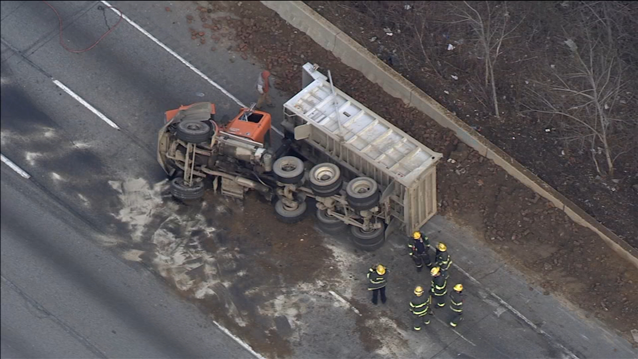Dump truck overturns on Schuylkill Expressway in Philadelphia. Chopper 6 over the scene in Fairmount Park on February 14, 2019.