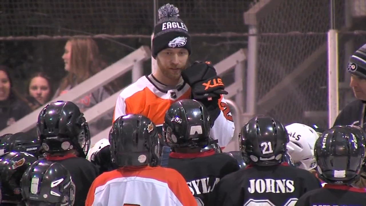 Claude Giroux teaches young skaters in Bryn Mawr. Matt ODonnell reports during Action News Mornings on February 14, 2019.