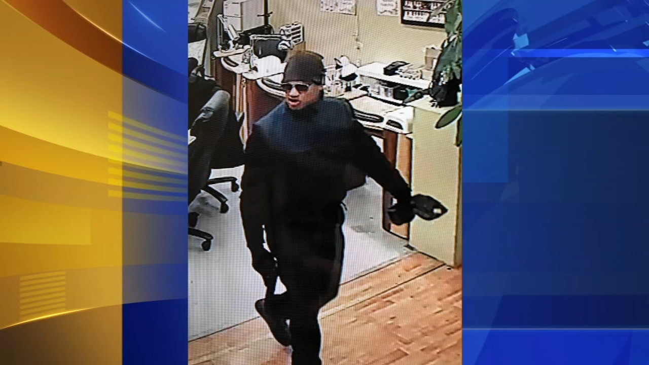 Armed suspect robs Delaware County nail salon. Matt ODonnell reports during Action News Mornings on February 14, 2019.
