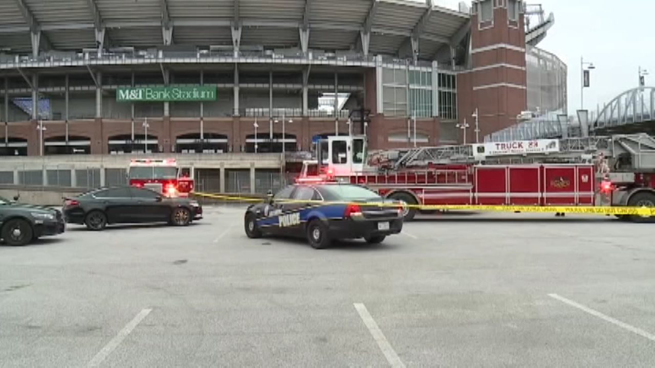 A fire that moved quickly through three portable bathrooms in Baltimore, Maryland has left a man dead.