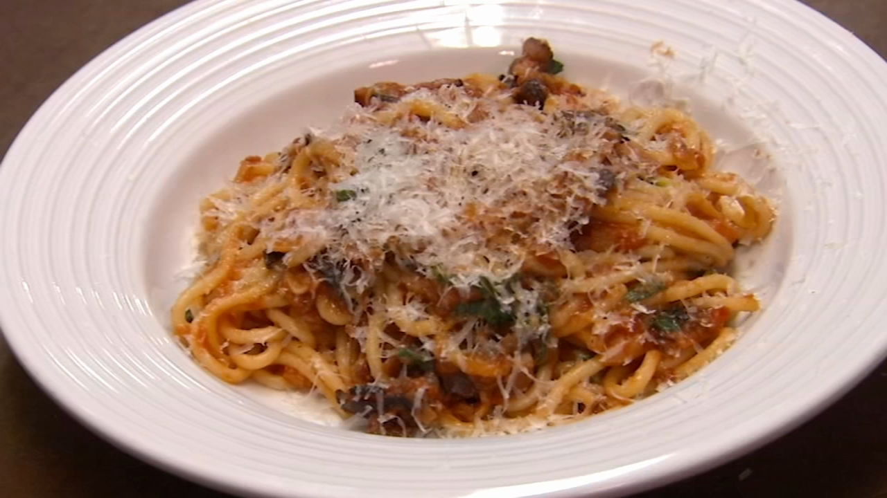 In this weeks 6 Minute Meal, Alicia Vitarelli has the recipe for Russets Spaghetti alla Amatriciana.