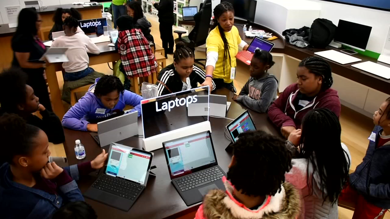 Coding class hosted for young women at Southpoint Microsoft store