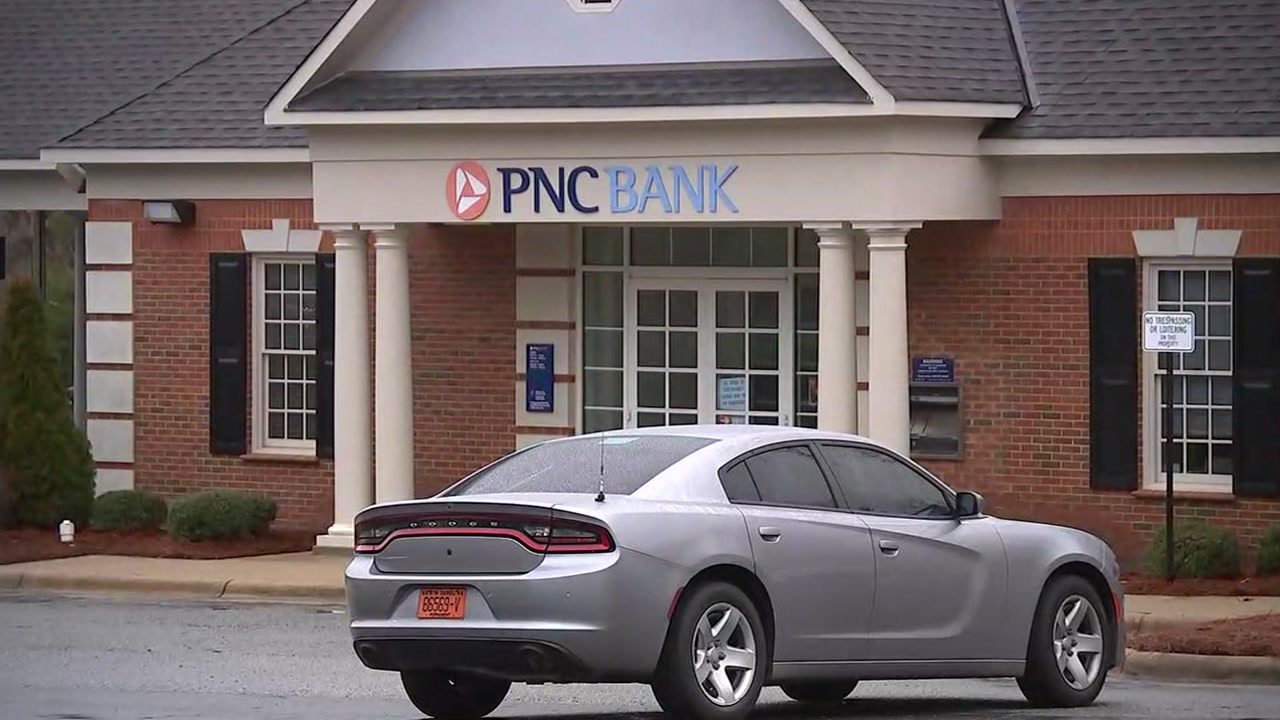 Durham Police investigate PNC Bank robbery.